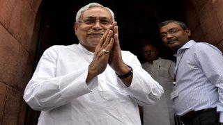 CAA-NRC पर सवाल, नीतीश कुमार ने जवाब में मुस्कुरा कर जोड़े हाथ, RJD ने साधा निशाना