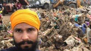 Randeep Hooda Cleans Up Juhu Beach After Ganesh Visarjan - Check Out Pics