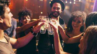 खुलकर सेलिब्रेट करें New Year, इतने Peg पीने के बाद भी हेल्थ पर नहीं होता असर