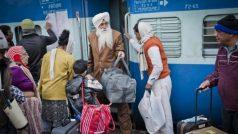 वेटिंग टिकट कंफर्म ना होने के बावजूद रेलवे इस तरीके से आप से कमा रहा है करोड़ों रुपए