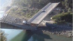 एक करोड़ का पुल हुआ धराशायी, फंसे रह गए ट्रक और कार