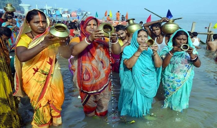 Devotees offering prayers on Chhath Puja (file image:IANS)