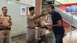 Yusuf Pathan Exchanges Sweets With Security Forces on Diwali; Twitterati Showers Love to Him in Return