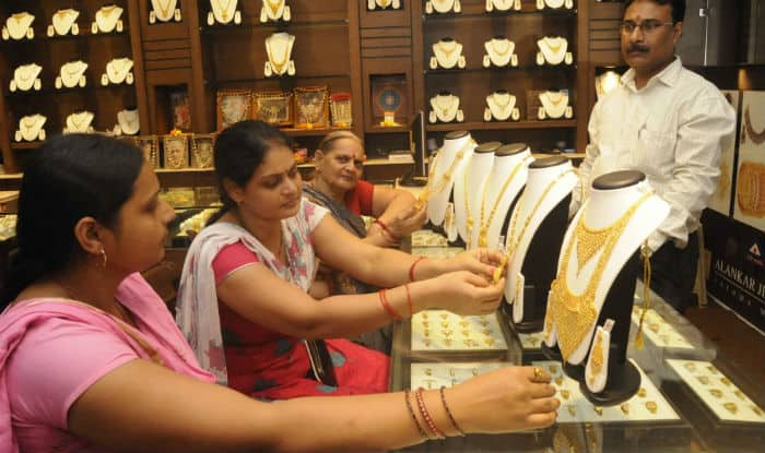 Buying gold jewellery on Dhanteras? Keep these tips in mind
