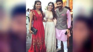 Samantha Ruth Prabhu Shakes A Leg At Her Mehendi Fuction; Takes Selfie With Friends (Inside Pics)