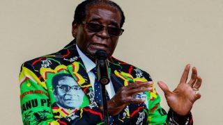 जिम्बाब्वेः नहीं गई सत्ता की हनक, मुगाबे का पद छोड़ने से इनकार