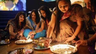 Diwali 2020 Decoration Ideas: दिवाली की पूजा थाली को कुछ इस अंदाज में सजाएं, यहां जानें वो आसान टिप्स