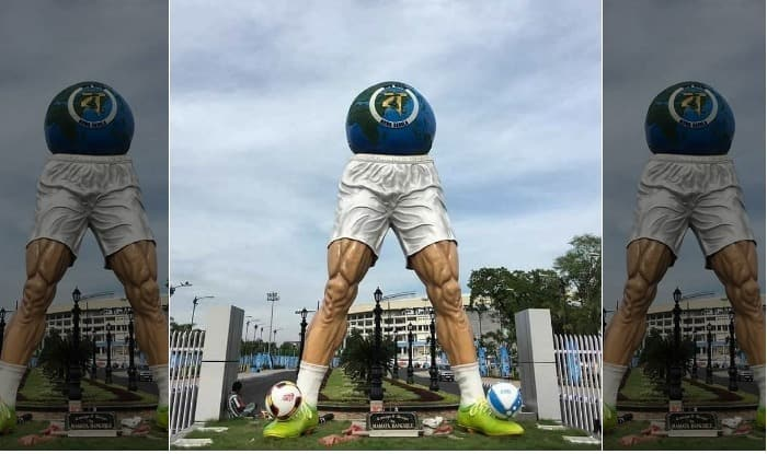 Mamata Banerjee Designs FIFA U-17 World Cup 2017 Sculpture in Kolkata: Twitterari Goes Berserk Over the Headless Sculpture!