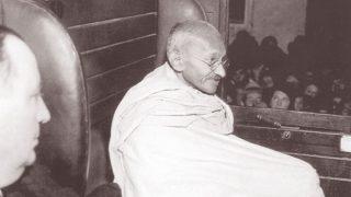 Gandhi Jayanti 2019: जब अंधेरी तूफानी रात में लालटेन की रोशनी में हुआ बापू का ऑपरेशन