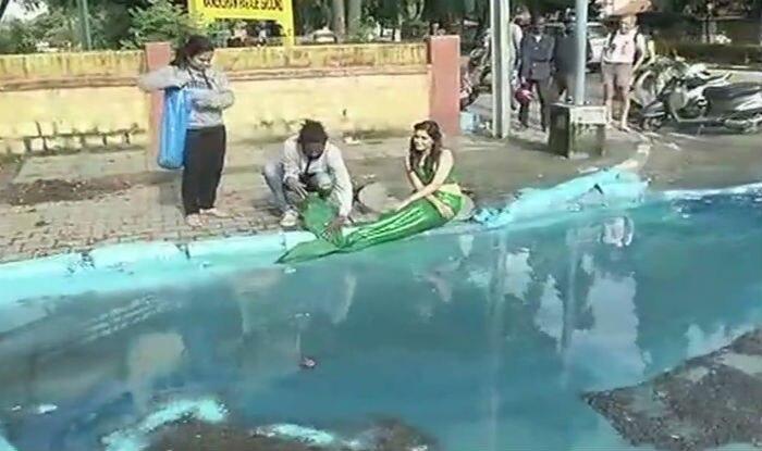 Pothole turned into a mermaid pond in Bengaluru (ANI)