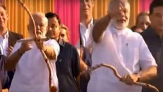 Narendra Modi Breaks Bow During Dussehra Celebrations At Lal Quila Maidan: PM Uses Arrow As Javelin To Kill Ravana (Watch Video)