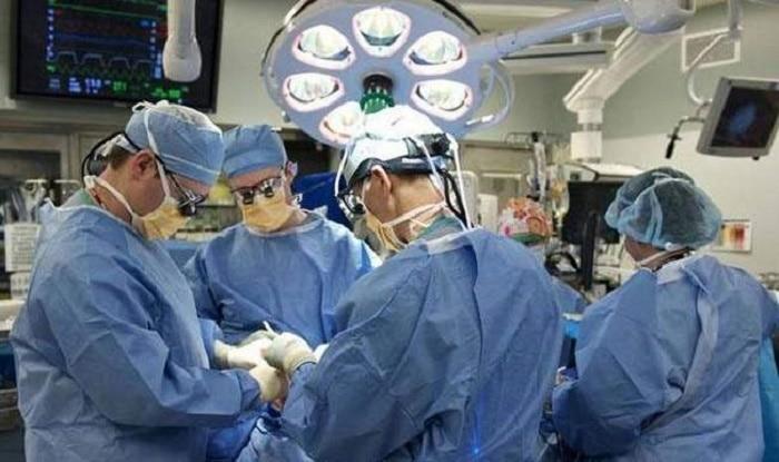 दिल्ली में 100 किलो की महिला की सफल नी रिप्लेसमेन्ट सर्जरी, इस देश की है रहने वाली