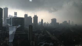 Mumbai Witnesses Rains, Lightning Across City; Trains on Western Line Running a Bit Late
