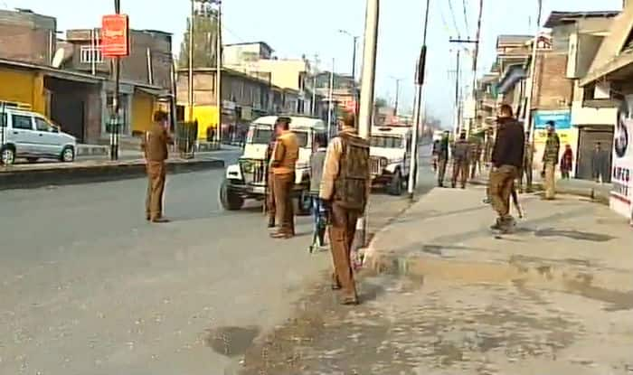 Jammu and Kashmir: Terrorists attack CRPF vehicle in Anantnag, 5 injured