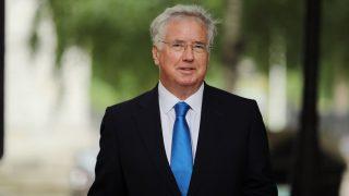 ब्रिटेन के रक्षा मंत्री ने यौन उत्पीड़न के आरोपों को लेकर इस्तीफा दिया