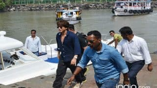 Shah Rukh Khan Heckled by Maharashtra MLC Jayant Patil For Not Coming Out of Yatch at Alibaug Jetty: Watch Video