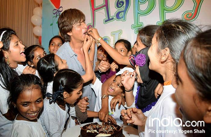 SRK-Celebrating-Childrens-Day-(6)