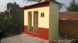 UP: शौचालय निर्माण के लिए 6 साल पुराना चेक थमाया, डीएम ने दिए जांच के आदेश