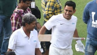 MS Dhoni, Kapil Dev Face Off on a 'Different' Cricket Pitch; See Pics