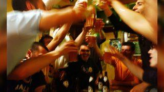 एक हफ्ते में कितने पैग पीना सेफ, महिलाओं को कितनी पीनी चाहिए?
