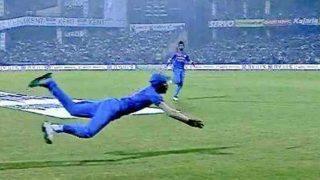 हार्दिक पंड्या बने 'सुपरमैन', पहले टी20 में पकड़ा गप्टिल का हैरान करने वाला कैच, देखें वीडियो