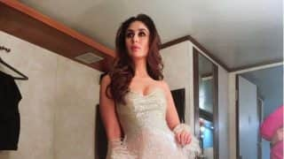 Kareena Kapoor Khan In This Stunnning Gold Outfit Looks Absolutely Irresistible  - View Pic