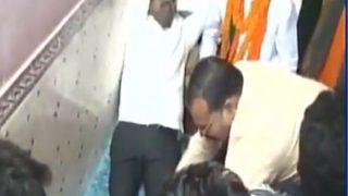 योगी के मंत्री ने दबवाया कार्यकर्ता से पैर, वायरल वीडियो पर दी सफाई