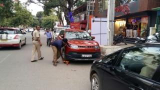 नियम तोड़ कर खड़ी की गई गाड़ी की फोटो खींचो, इनाम पाओ: गडकरी