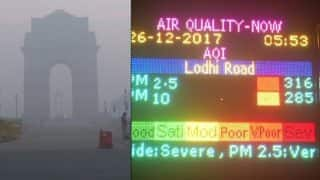 Delhi Winters: Cold Wave Grips National Capital, Fog Continues to Disrupt Rail Traffic; Air Quality Dips to 'Very Poor'
