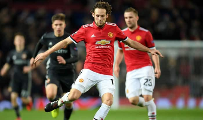 Daley Blind passes the ball during the UEFA Champions League group A match between Manchester United and CSKA Moskva | Getty Images