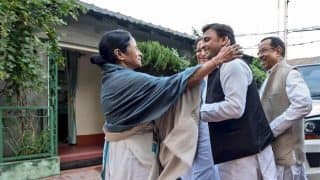 Samajwadi Party Stands With Mamata Banerjee in Fighting Communal Forces: Akhilesh Yadav After Visiting West Bengal CM