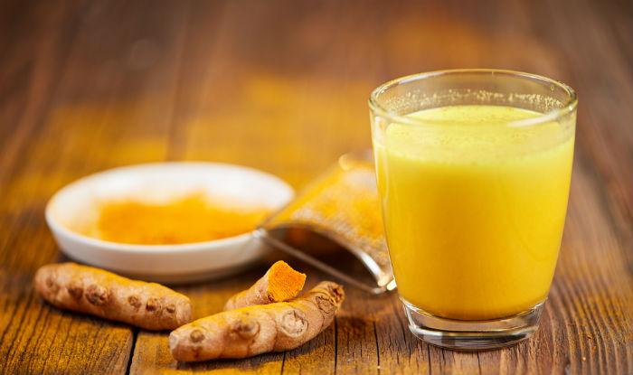 Tips: हल्दी वाला दूध पीने के क्या फायदे हैं? क्यों बड़े-बुजुर्ग अक्सर पीने को कहते हैं?