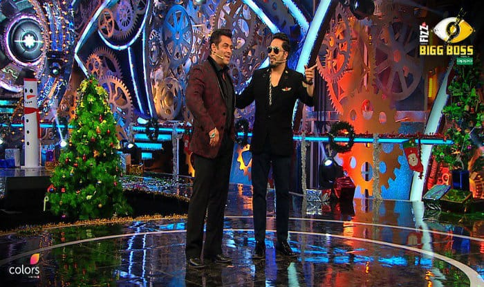 Mika Singh Becomes The Santa For All The Housemates