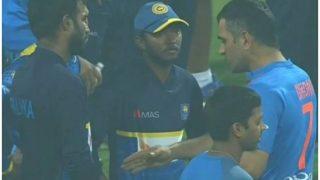 मैच के बाद जैंटलमेन अवतार में दिखे धोनी, श्रीलंका के प्लेयर्स को सिखाईं क्रिकेट की बारीकियां