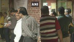 गुजरात चुनाव LIVE: दूसरे चरण की 93 सीटों के लिए मतदान शुरू, PM मोदी की मां हीराबेन ने डाला वोट
