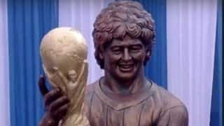 Football Legend Diego Maradona Unveils Statue of Himself in India, Here's How Twitterati Reacted