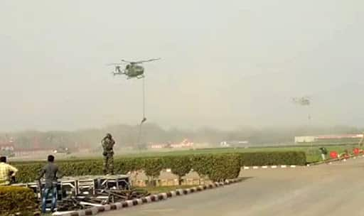 Rope gives way, 3 soldiers fall from sky