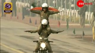 गणतंत्र दिवसः BSF की महिला बाइकर्स ने दिखाए रोंगटे खड़े कर देने वाले करतब