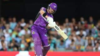 Big Bash League: Hobart Hurricane's D'Arcy Short's Bizarre Six Will Remind You of MS Dhoni's Helicopter Shot