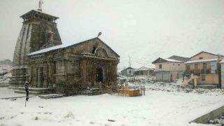 घंटों की बर्फबारी के बाद ऐसा दिख रहा है केदारनाथ मंदिर!