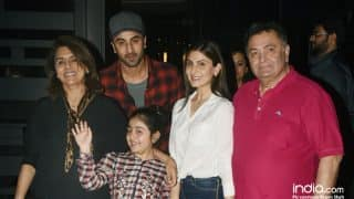 Ranbir Kapoor And Family Make A Striking Picture Posing For The Shutterbugs At A Dinner Outing - View Pics