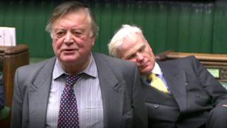 Video of UK MP Sir Desmond Swayne Sleeping During Debate in House of Commons Goes Viral, Twitterati Had a Field Day Poking Fun