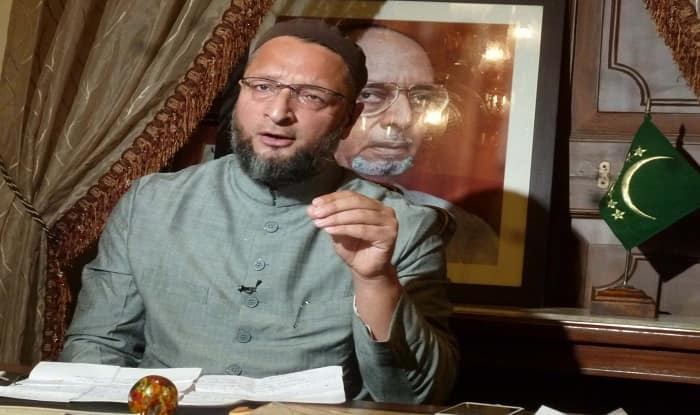 Shoe thrown at AIMIM chief Asaduddin Owaisi During Mumbai Rally