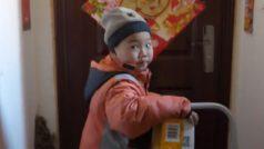 चीन में 7 साल का बच्चा बना डिलीवरी बॉय, देश में गरीबी को लेकर छिड़ी बहस