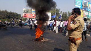 महाराष्ट्र बंदः मुंबई में बसों पर हमला, रेलवे ट्रैक पर बैठे प्रदर्शनकारी