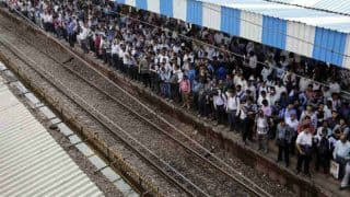 Mumbai: Local Train Services on Western Line Delayed Due to Technical Glitch at Bandra Station