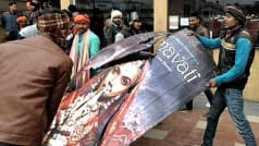 पद्मावत पर विरोध बढ़ाः यूपी में सिनेमाघरों में तोड़फोड़, हरियाणा में फूंकी बस