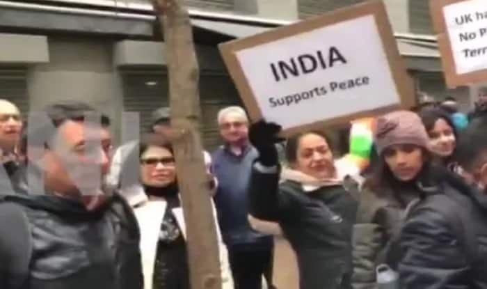Azad Kashmir campaigners clash with Indian groups in London