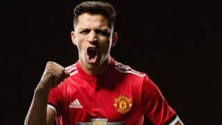 Manchester United Unveil Alexis Sanchez in Style as Chilean Plays 'Glory Glory Man United' on Piano