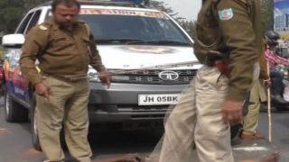 झारखंड में ASI की शर्मनाक हरकत, सरेराह दिव्यांग को लातों से पीटा